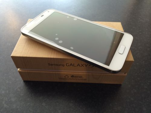 Продаётся Apple  iPhone 5S 16GB----- $ 450USD / Samsung Galaxy  S5 LTE 16GB ...$ 450USD